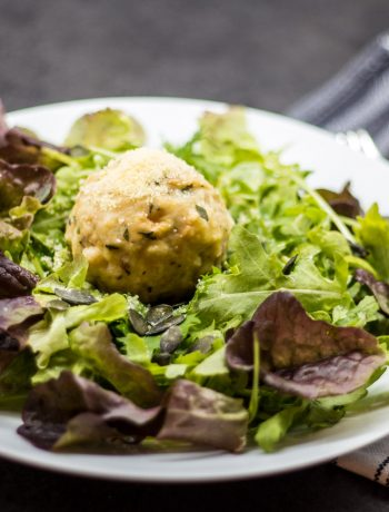 Blattsalat mit Semmelknödel