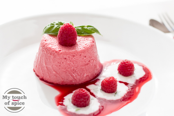 Himbeermousse mit Joghurt-Limetten-Sauce